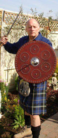 Keith King in Clan Italia mode, wearing his Italian National kilt complete with sword and shield