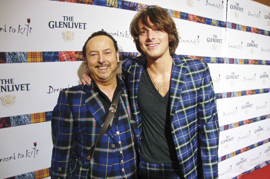Mike Lemetti with Paolo Nutini wearing an Italian National Tartan suit designed by Clan Italia at Get Kilted in New York